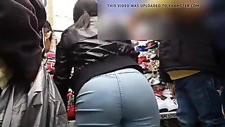 Nena con pantalon ajustado