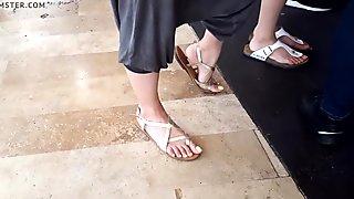 candid girl sexy big feets big toes